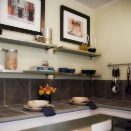 Hang-them-Spatula-spoons-pans-are-the-integrals-of-kitchen-modern-interior-concepts